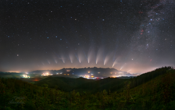 Proměny komety NEOWISE nad Vysokými Tatrami. Autor: Petr Horálek, Tomáš Slovinský.