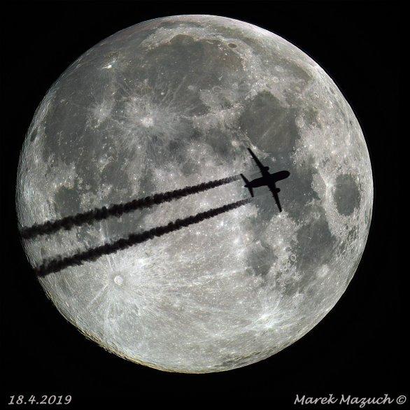 Přelet přes Měsíc. Autor: Marek Mazuch