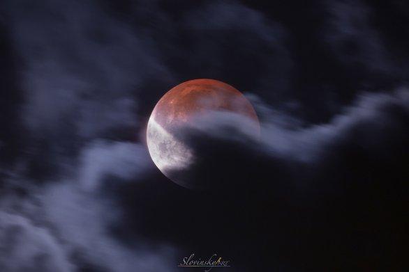 Zatmenie v oblakoch. Autor: Tomáš Slovinský