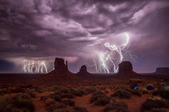 Monumentálna búrka. Autor: Robert Barsa