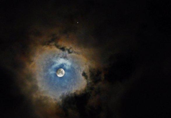 Mars s Mesiacom Autor: Ľubomír Janoštiak