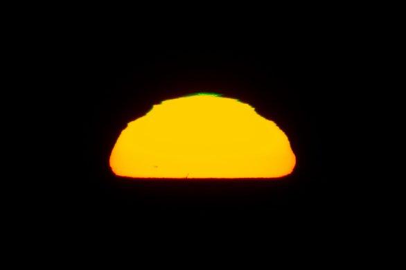 Zelený záblesk na zapadajícím Slunci se skvrnami Autor: Lukáš Dorko