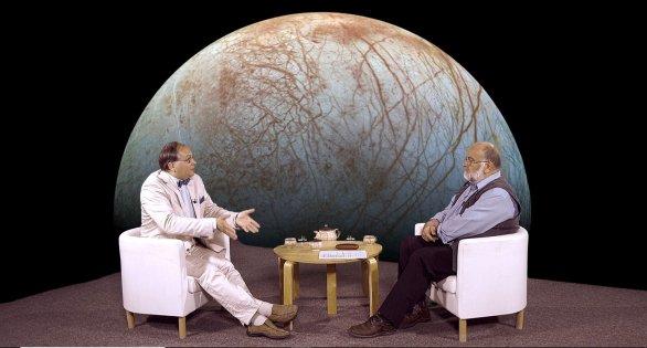 RNDr. Vladimír Kopecký Jr. s moderátorem Jindřichem Suchánkem v pořadu Hlubinami vesmíru Autor: TV Noe