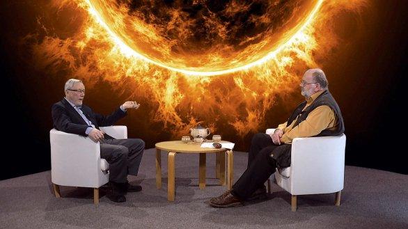 Prof. Petr Heinzel s moderátorem Jindřichem Suchánkem v pořadu Hlubinami vesmíru