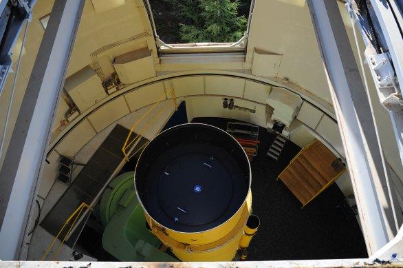 Pohled na tubusu dalekohledu Schnidt z vrcholu kopule. Autor: Zdeněk Bardon