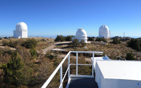 Pohled na observatoř CAHA z vrcholu kopule Schmidt 1,2 metru dalekohledu. Autor: Zdeněk Bardon