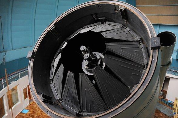 Krycí clona vstupní apertury dvoumetrového (průměr zrcadla) dalekohledu observatoře Shamakhy Autor: Zdeněk Bardon