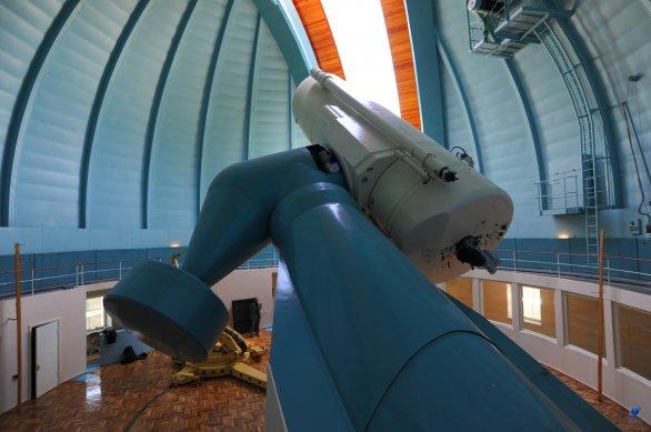 Celkový pohled do kopule dvoumetrového dalekohledu observatoře Shamakhy, Ázerbájdžán Autor: Zdeněk Bardon