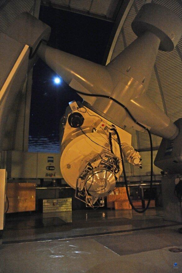 Dalekohled ZEISS 1-m RCC při pozorování v noci. OGS, Observatoř Teide, Tenerife Autor: Zdeněk Bardon