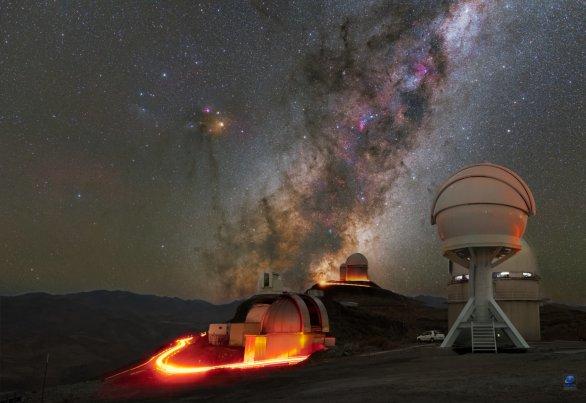Mléčná dráha nad části observatoře ESO, La Silla, Chile Autor: Zdeněk Bardon