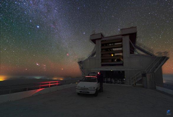 Dalekohled MPG 2,2 m při pozorování. ESO, La Silla, Chile Autor: Zdeněk Bardon