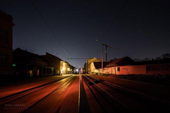 Hvězdy nad ulicí v Brně behěm experimentu, obloha není zcela temná Autor: Pavel Gabzdyl