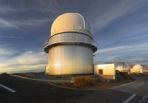 Kopule Dánského 1,54 m dalekohledu za dne. Eso, La Silla, Chile Autor: Zdeněk Bardon