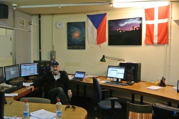 Vlajky v řídící místnosti Dánského dalekohledu. ESO, La Silla, Chile Autor: Zdeněk Bardon