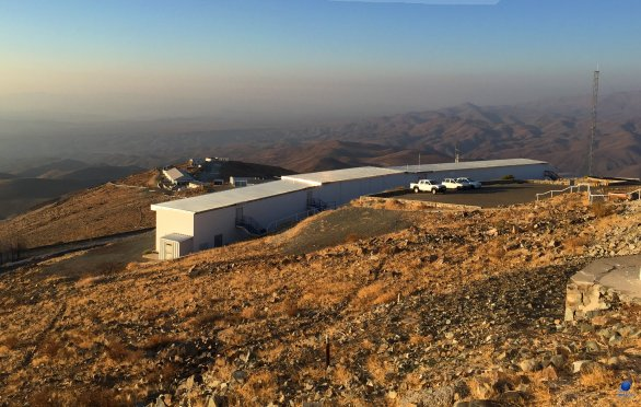 Budova pro vzdálené řízení dalekohledů ESO 3,6 m a MPG 2,2 m. ESO, La Silla, Chile Autor: Zdeněk Bardon