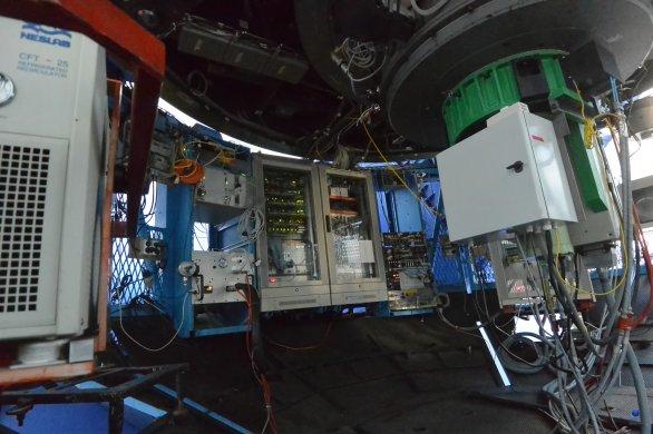 Přístrojové vybavení (rozvaděče) umístěné pod primárním zrcadlem dalekohledu ESO 3,6 m. ESO, La Silla, Chile Autor: Zdeněk Bardon