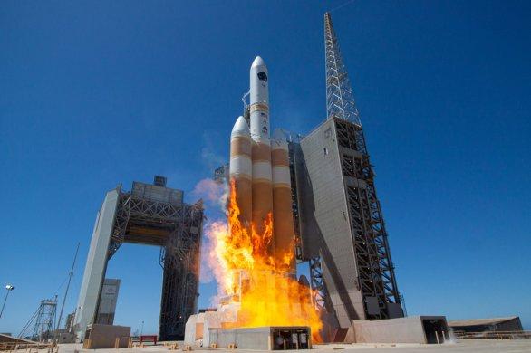 Start rakety Delta IV Heavy 26. dubna 2021 při vynášení družice NROL-82 Autor: ULA