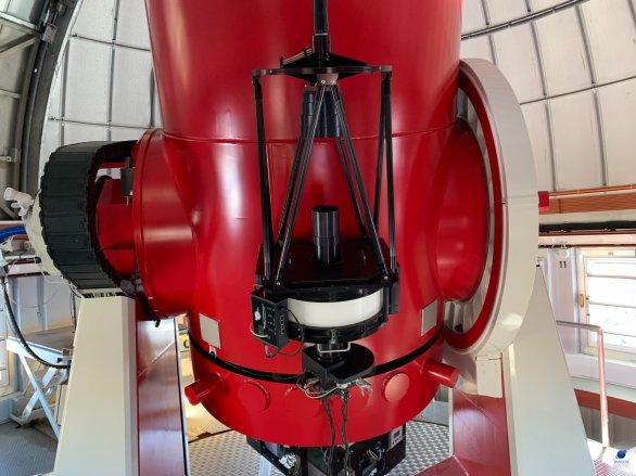 """""""Pomocný"""" dalekohled (16"""") na tubusu dalekohledu Swiss 1,2 m. ESO, La Silla, Chile Autor: Zdeněk Bardon"""