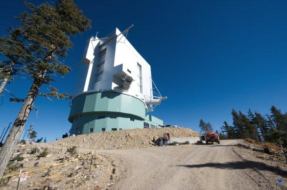 Budova dalekohledu LBT. Mt.Graham, Arizona, USA Autor: Zdeněk Bardon