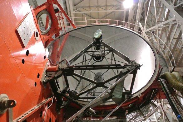 Jedno z primárních zrcadel o průměru 8,4 metru. Dalekohled LBT, Mt.Graham, Arizona, USA Autor: Zdeněk Bardon