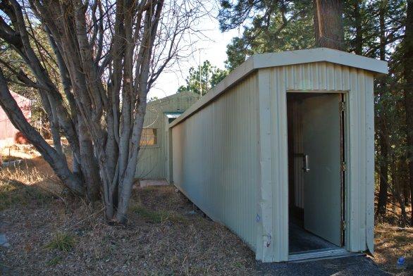 Proti-sněhový tunel ke vchodu do ubytovacího komplexu. SkyCenter, Mt. Lemmon, Arizona, USA Autor: Zdeněk Bardon