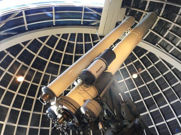 Uvnitř kopule Griffith Observatory. Dva dalekohledy od společnosti ZEISS. Los Angeles, Kalifornie, USA Autor: Zdeněk Bardon