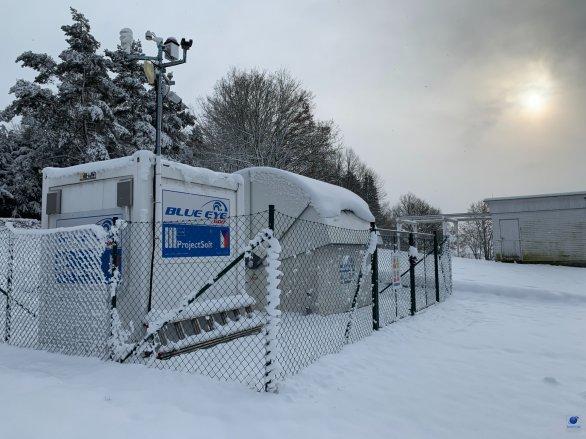 Observatoř Blue Eye 600 v zimě. Radarová louka Astronomického ústavu AV ČR v Ondřejově Autor: Zdeněk Bardon