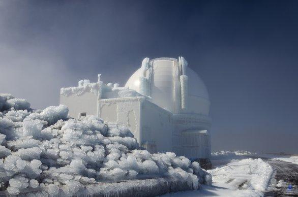 Observatoř WHT v ledovém sevření. La Palma Autor: David Svatoň