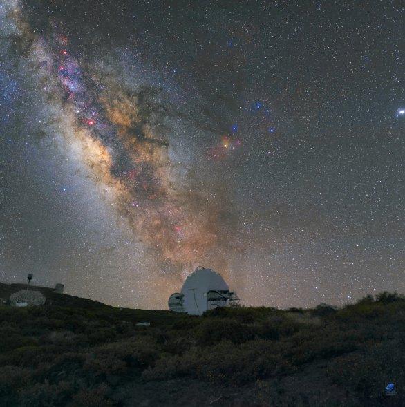 Mléčná dráha nad Observatorio del Roque de los Muchachos. La Palma Autor: Zdeněk Bardon