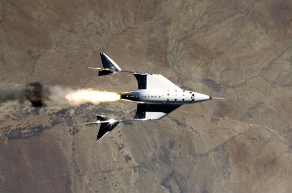 SpaceShipTwo VSS Unity při testu raketového motoru Autor: Virgin Galactic