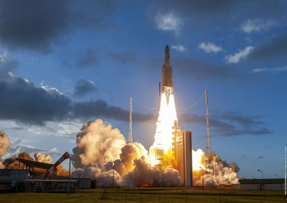 Raketa Ariane 5 startuje 30. července 2021 s družicemi Star One D2 a Eutelsat Quantum Autor: ESA/Arianespace