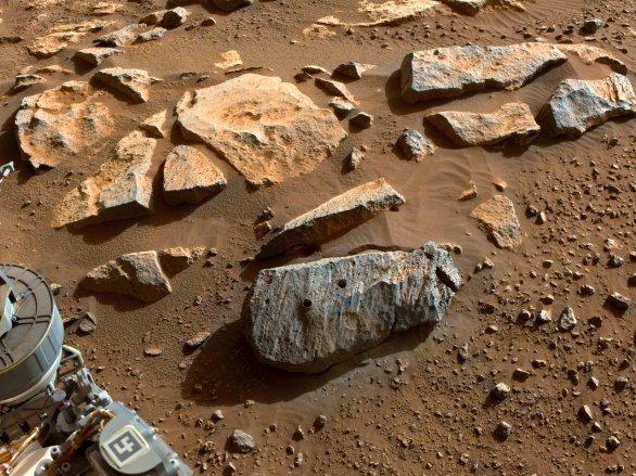 Kámen Rochette 10. září 2021 po úspěšném druhém navrtání vozítkem Perseverance Autor: NASA/JPL-Caltech