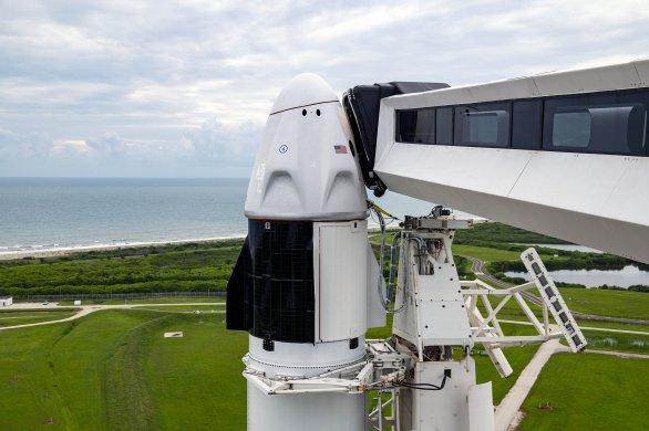 Crew Dragon 12. 9. 2021 na špici rakety Falcon 9 je připraven na misi Inspiration4 Autor: SpaceX