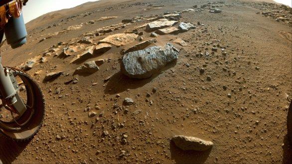 Kámen Rochette na Marsu 7. září 2021 po druhém navrtání vozítkem Perseverance