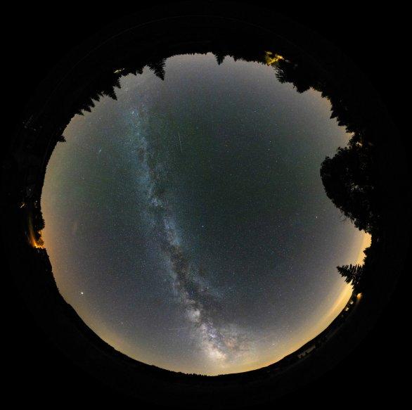 """Snímek """"Okno do nekonečného vesmíru"""" Daniela Kurtina (Cena veřejnosti pro fotografii)"""