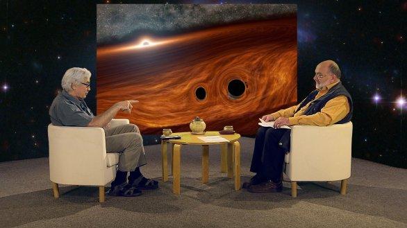 Jiří Grygar hovoří s moderátorem Jinřichem Suchánkem v pořadu Hlubinami vesmíru Autor: TV Noe