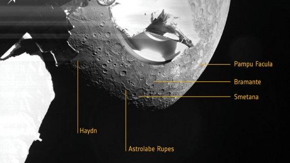 Snímek Merkuru pořízený inženýrskou kamerou sondy BepiColombo při prvním průletu kolem Merkuru 1. 10. 2021