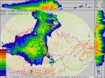 Radarové odrazy MCS bouře a momentální blesková aktivita. Autor: CHMU