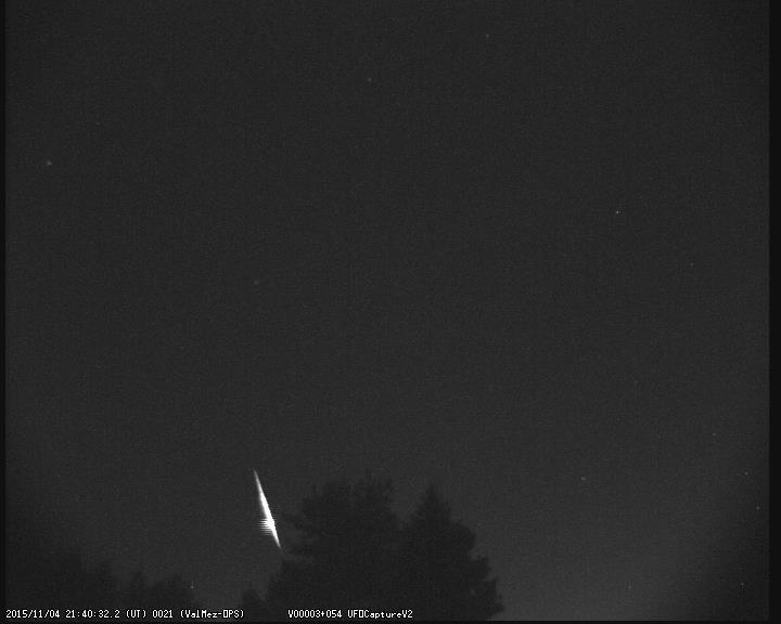 Bolid zachycený 4. listopadu v 21:40:32 UT.