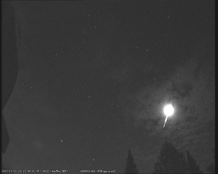 Bolid zachycený 11. listopadu v 18:15:08 UT.