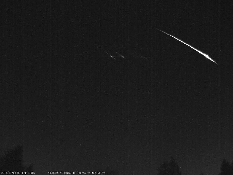 Bolid zachycený 5. listopadu 2015 jihozápadní kamerou opatřenou spektrografem. Autor: Hvězdárna Valašské Meziříčí