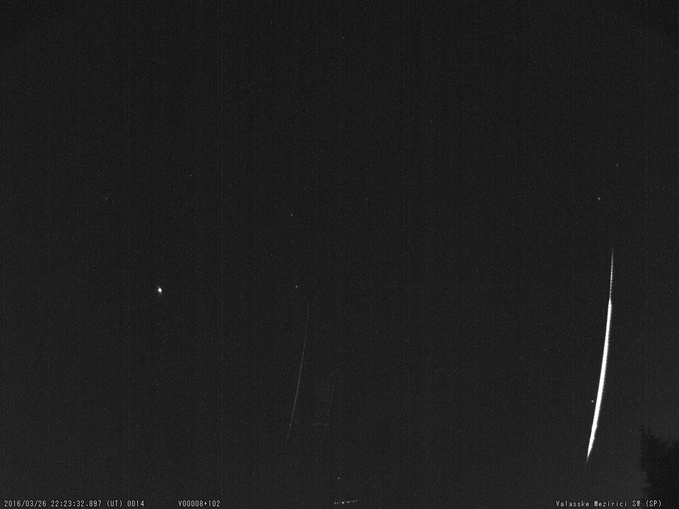 Souhrnný snímek spektra bolidu 20160326_222333. Autor: Hvězdárna Valašské Meziříčí