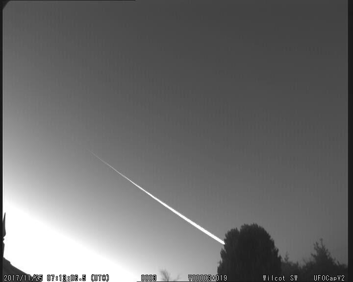 Obr. 5: Video bolidu 20171125_071306 ze stanice Wilcot SW. Autor: UKMON, Richard Fleet